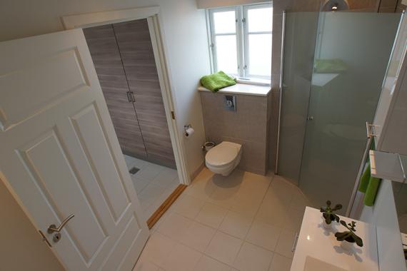 badeværelse, renovering, nyt badeværelse, tømrer, byggeri, tømrermester, gulvvarme, miljøbevidst, toilet, bæredygtig, stevns, sjælland, kernebyg